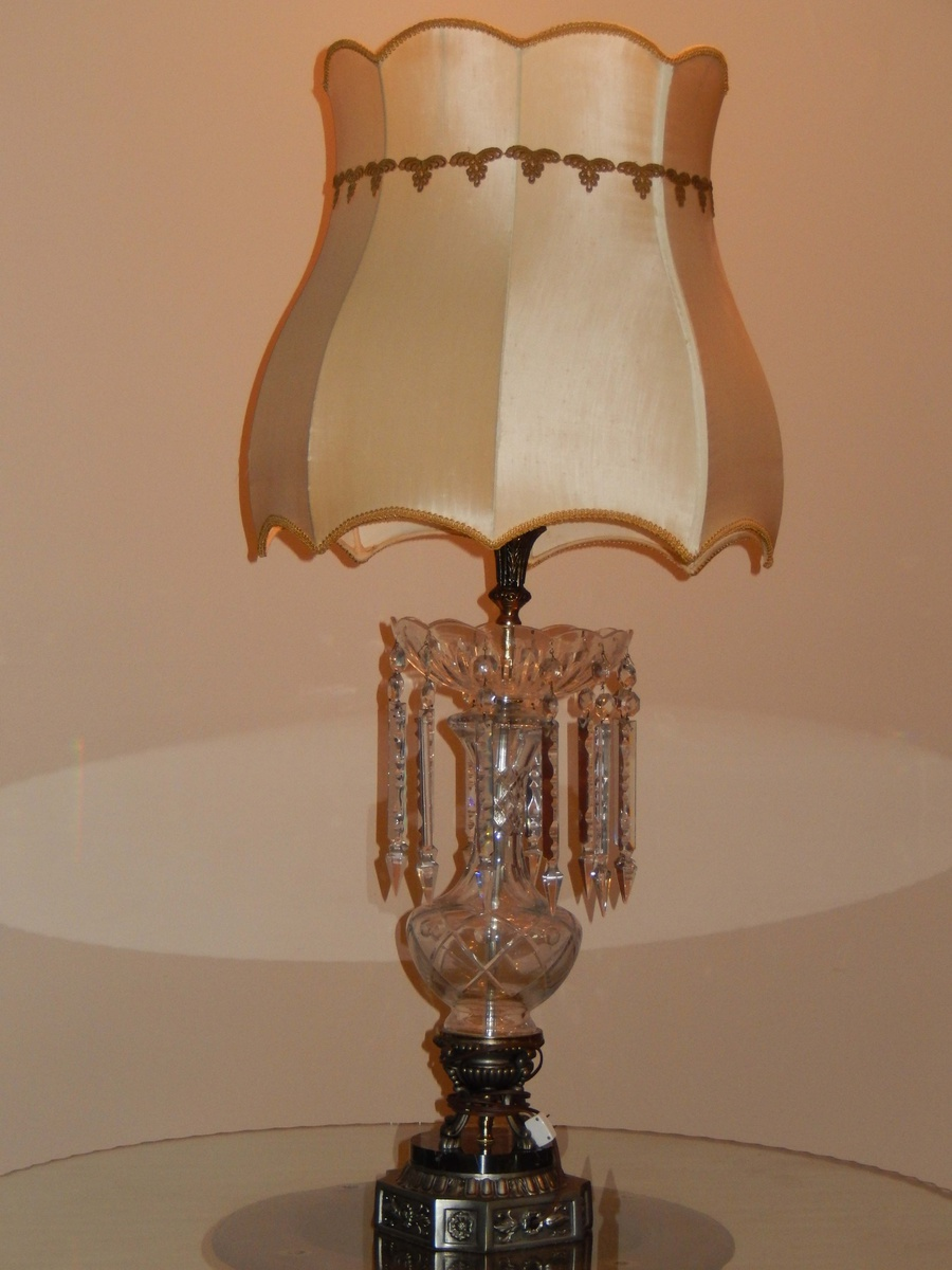 vintage crystal table lamps in lamps table lamps show tell table lamps. Black Bedroom Furniture Sets. Home Design Ideas