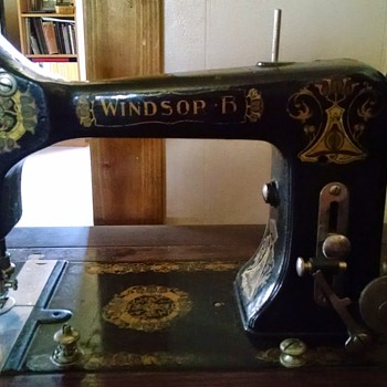 Windsor treadle sewing machine - Sewing