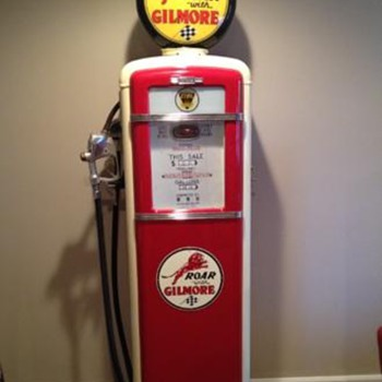 Vintage restored Gilbarco gilmore gas pump - Petroliana
