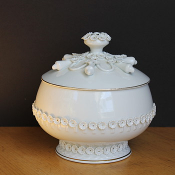 White Bowl with Lid - Flowers with Gold Detail