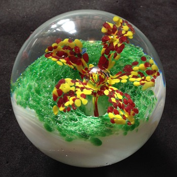 Paper weight - Art Glass