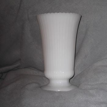 eo brody M5000 milk glass vase - Glassware