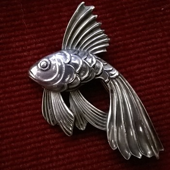 Ken > Siamese Fighting Fish/Beta Brooch - Fine Jewelry