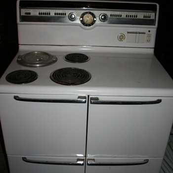 Vintage 1952 G.E. Stove 