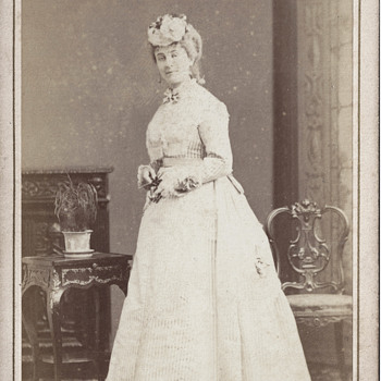 Currently Anonymous Beauty CDV by Disdéri of Paris, France