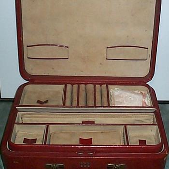 JEWELRY BOX ?