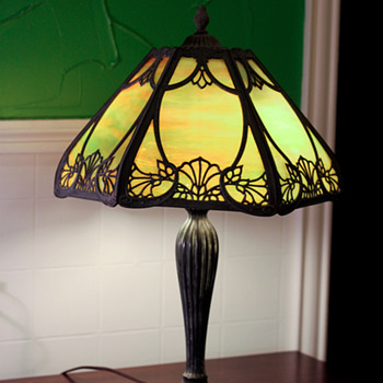 Unidentified Slag glass table lamp - Art Nouveau