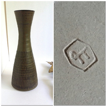 Mid Century Vase Makers Mark? - Art Pottery