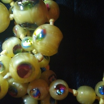 Vintage Bead Necklace glass beads - Costume Jewelry