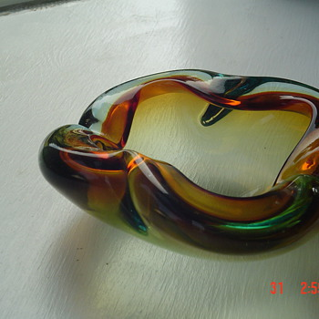 ASHTRAY from Europe 1940 - Art Glass