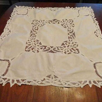 WHITE BATTENBURG LACE TABLECLOTH