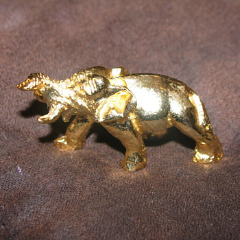 Gold elephant - Animals