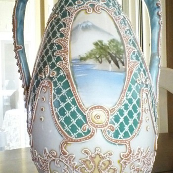 hand painted vase - Art Pottery