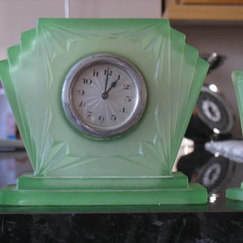 can anyone tell me about this clock