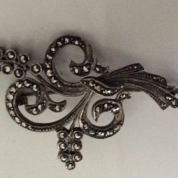 Silver and marcassite brooch - Fine Jewelry
