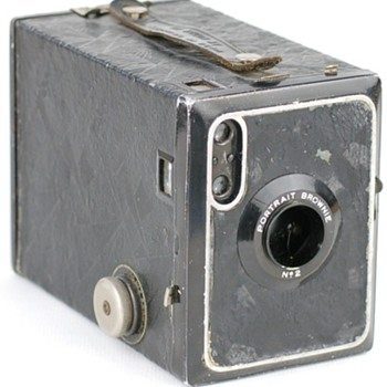 "Kodak Brownie and Hawkeye ""Modernist"" cameras"