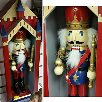 Nutcracker (Erzgebirge), but is it a King, Soldier, Guard, perhaps Emperor? - Christmas