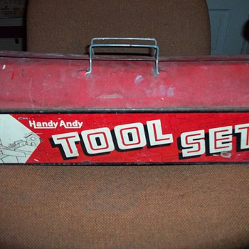 TOY METAL TOOL BOX