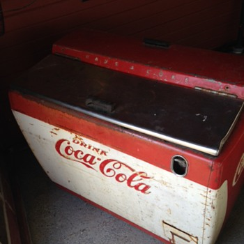 Vintage Coca Cola Coller Found?