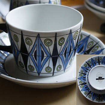 Mystery Arabia cup and saucer - China and Dinnerware