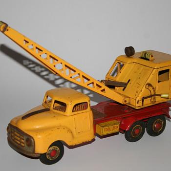 Marusan tin toy truck crane