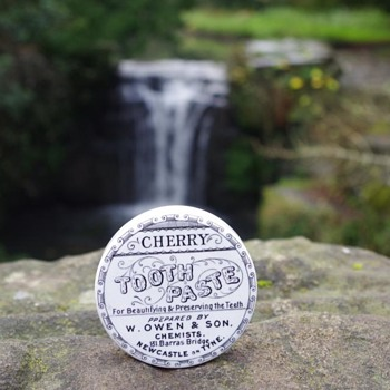 W OWEN & SON NEWCASTLE CHERRY TOOTH PASTE POT LID - Advertising