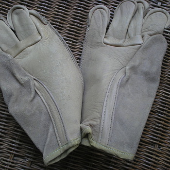 Pair of WWII M-6843 Leather Gloves - Military and Wartime