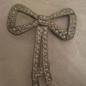 Art Deco Bow Brooch  - Costume Jewelry