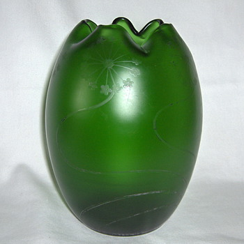 Latest Green Satin Silver Residue Goldberg Crimped Vase 7inches - Art Glass