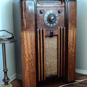 Rogers Console radio