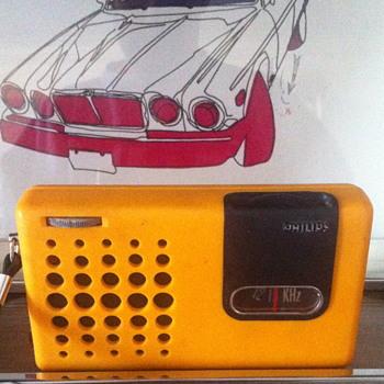 Philips transistor radio. - Radios