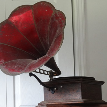 1909 Standard Talking Machine Style X Phonograph