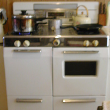 Magic Chef Gas Range - Kitchen