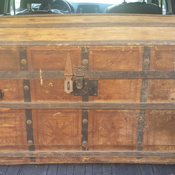Civil War era (?) trunk/foot locker.  Spent $10 on it.  Tips appreciated.