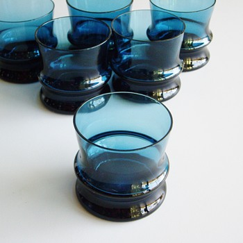 I believe these are Nanny Still SULTAANNI?  Can someone confirm this? - Art Glass