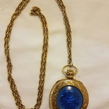 Vintage Blue and Gold Tone Necklace with Lovely Pendant