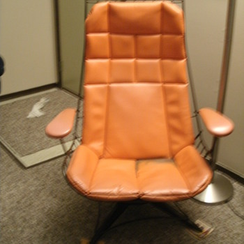 MYSTERY CHAIR!! 60'S STYLE, BUT WHO'S THE MAKER!! - Furniture