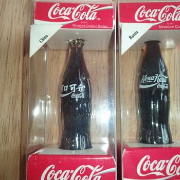 Knives, bottles, yoyo, & tip trays - Coca-Cola
