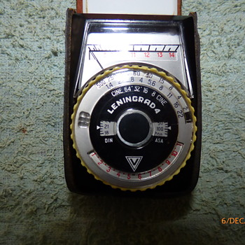 1968-leningrad 4 exposure meter. - Cameras