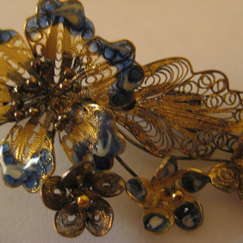 vintage pin - Costume Jewelry