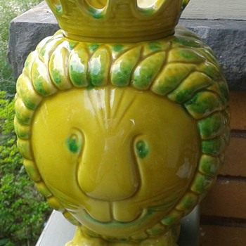 Vintage Smiling Lion Cookie Jar