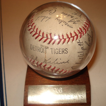 1968 Detroit Tigers BaseBall Signed By The Whole Team. - Baseball