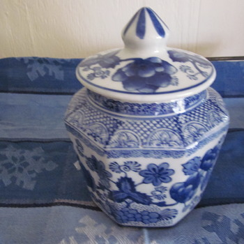 Antique Chinese Octagonal Blue White Hand Painted Jar with Lid