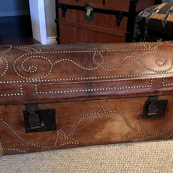 Antique French Trunk late 1700's early 1800's - Furniture