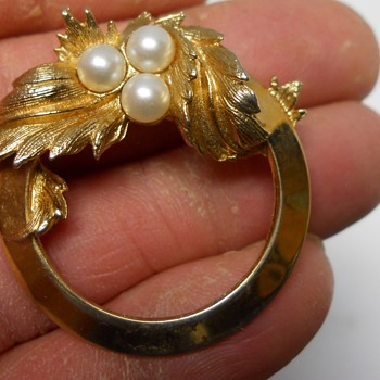 Vintage Sarah Coventry Jewelry Brooch, 20 Century