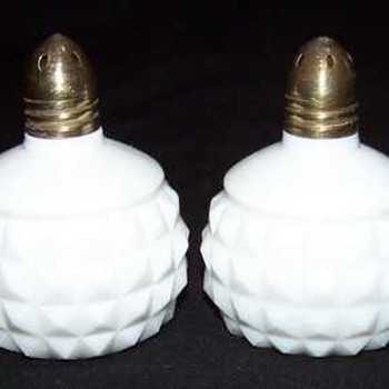 WHITE MILK GLASS SALT & PEPPER SHAKERS SET   - Kitchen
