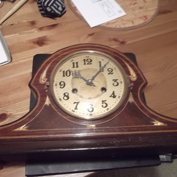 Unknown Vintage Mantel Clock - Clocks