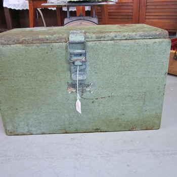 Vintage Green Metal Ice Chest Cooler - Information? - Advertising