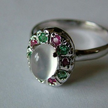 14 Ct White Gold Moonstone Ring set with Rubin and Emerald  - Fine Jewelry