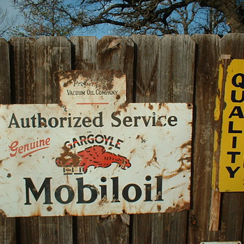 Mobiloil Porcelain Sign - Signs
